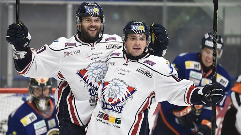 Jeffrey Taffe (t.v.) gör 1-2 till Linköping. Foto: Mikael Fritzon / TT