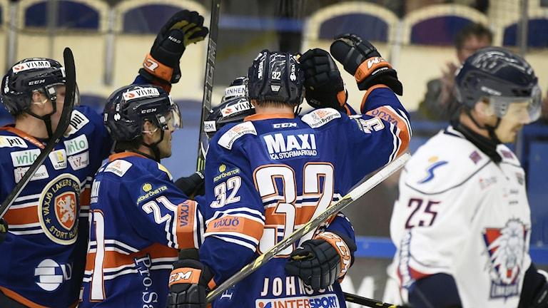 Ryan Lasch jublar med lagkamraterna. Foto: Mikael Fritzon/TT