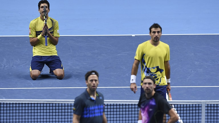 Marcelo Melo (i gult t.v.) och Ivan Dodig (gult t.h.). Lukasz Kubot (svart t.h.) och Robert Lindsedt (t.v).