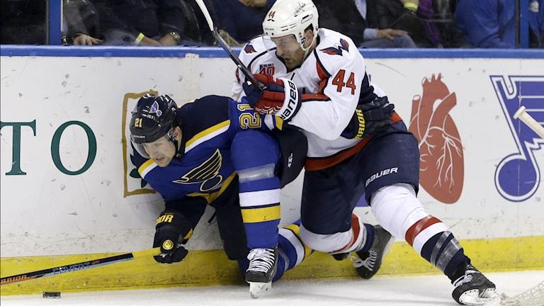 St Louis Patrik Berglund (t.v). Foto: Jeff Roberson / AP