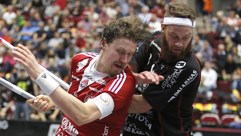 IBF Faluns Jonas Adriansson (t. höger). Foto: Stig-Åke Jönsson / TT