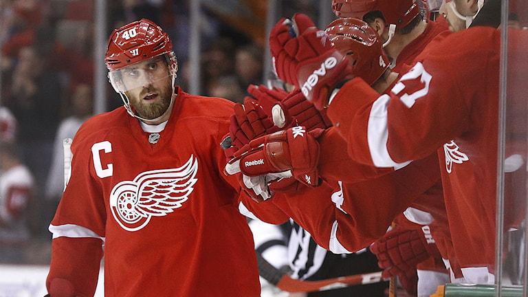 Henrik Zetterberg gjorde mål i öppen kasse. Foto: Paul Sancya/AP/TT