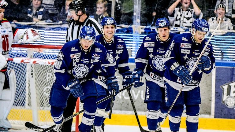 2014-11-28 Leksandsjubel efter 2-1 målet under fredagens ishockeymatch i SHL mellan Leksands IF och Örebro Hockey i Tegera Arena i Leksand. Foto: Ulf Palm/TT
