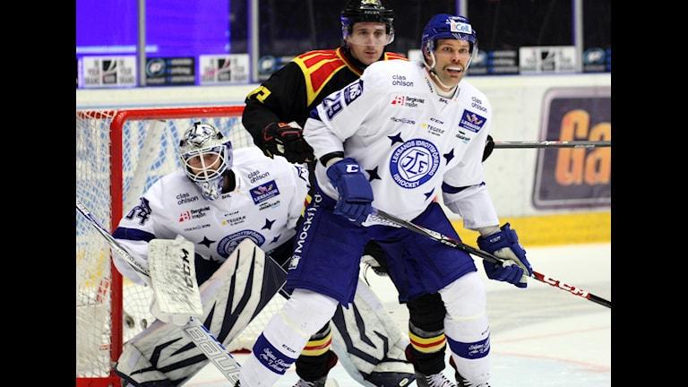 2014-11-29 Joakim Lundström, Bill Sweatt och Joonas Rönnberg under lördagens SHL-match i ishockey mellan Brynäs och Leksand i Gavlerinken Arena i Gävle. Foto: Mats Åstrand/TT