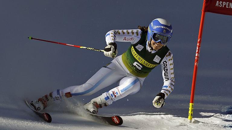 Maria Pietilä Holmner under ett av lördagens åk i Aspen. Fotot: AP Photo/John Locher / TT.