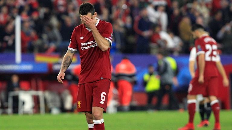 Liverpools Dejan Lovren sänkt.