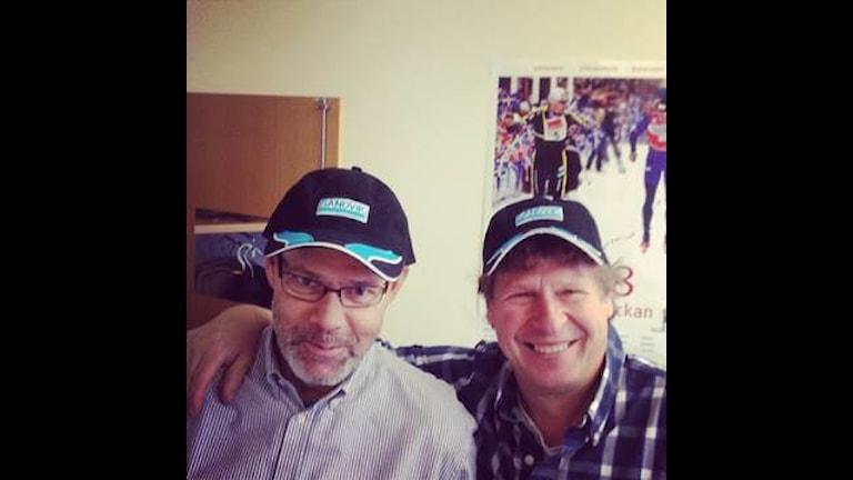 Dag Malmqvist och Roger Burman med keps.