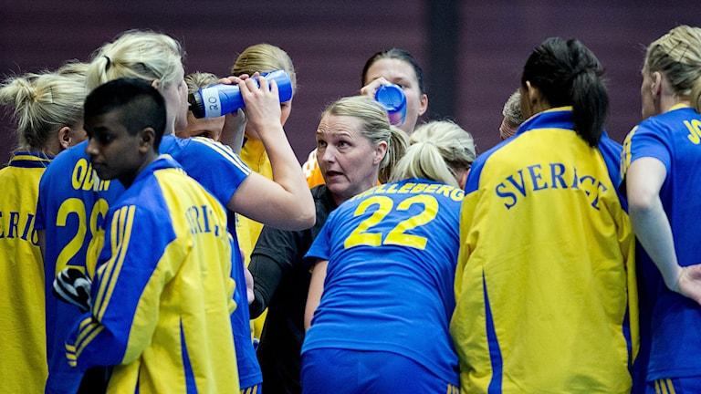Damlandslaget laddar för handbolls-EM. Foto: TT
