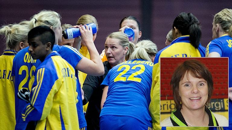 Handbollslandslaget och Christina Ström. Foto: TT/SR