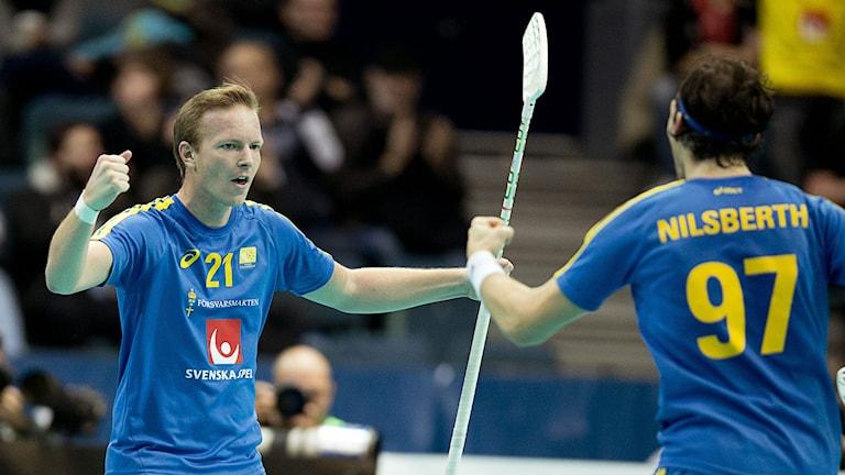 Patrik Malmström jublar efter 2-2-målet. Foto: Adam Ihse/TT