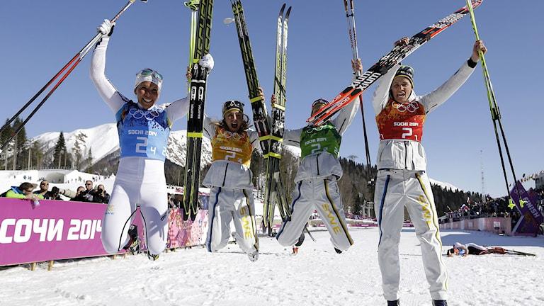 Sveriges stafettlag som vann OS-guld i Sotji, från vänster: Charlotte Kalla, Anna Haag, Emma Wikén och Ida Ingemarsdotter. Foto: TT.