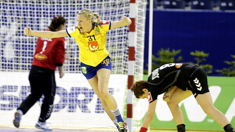 Anna-Maria Johansson celebrates after scoring a goal against Montenegro. Photo: TT Nyhetsbyrån