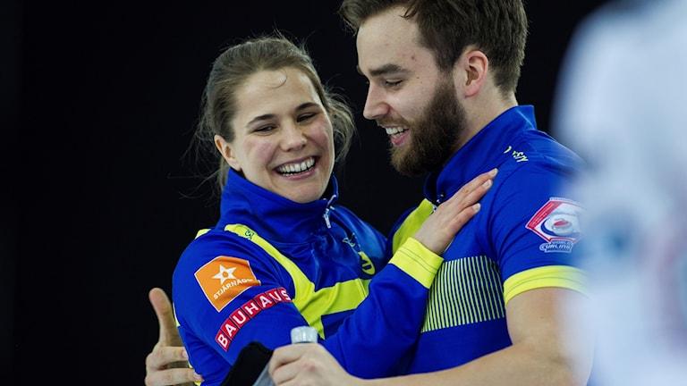 VM i curling mixed-dubbel Anna Hasselborg och Oskar Eriksson. Foto: Carina Johansen/TT