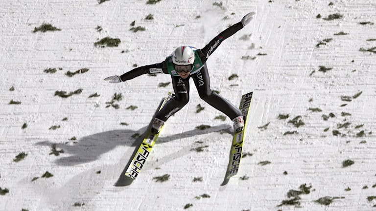Simon Ammann kraschar i Bischofshofen Foto: Matthias Schrader/AP/TT