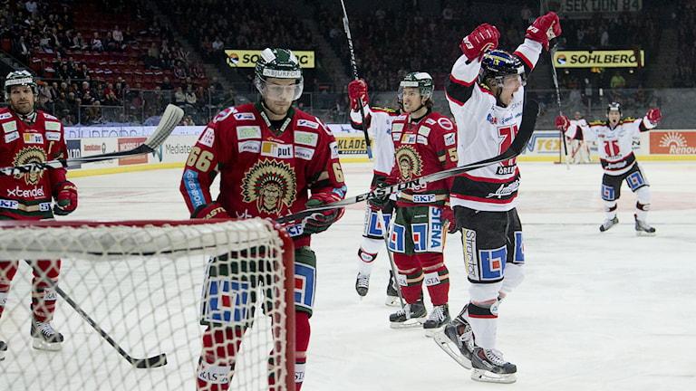 GÖTEBORG 2015-0108 Örebros Anders Eriksson jublar efter 0-1-målet i torsdagens SHL-match mellan Frölunda HC och Örebro i Scandinavium i Göteborg. Foto Adam Ihse / TT