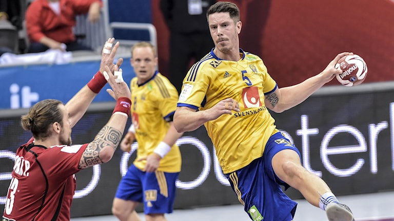 Sveriges Kim Andersson i luften under gruppspelsmatchen mellan Sverige och Tjeckien. Foto: Jonas Ekströmer/TT