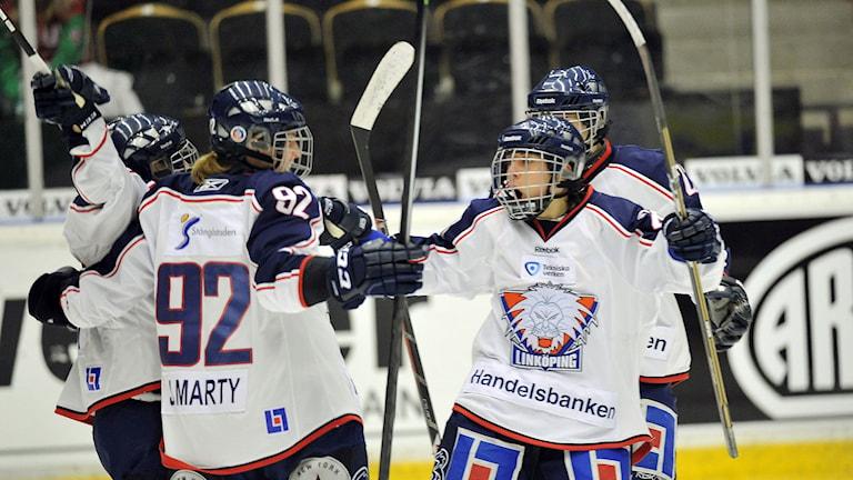 Glada spelare i Linköping. Foto: Håkan Nordström/TT.