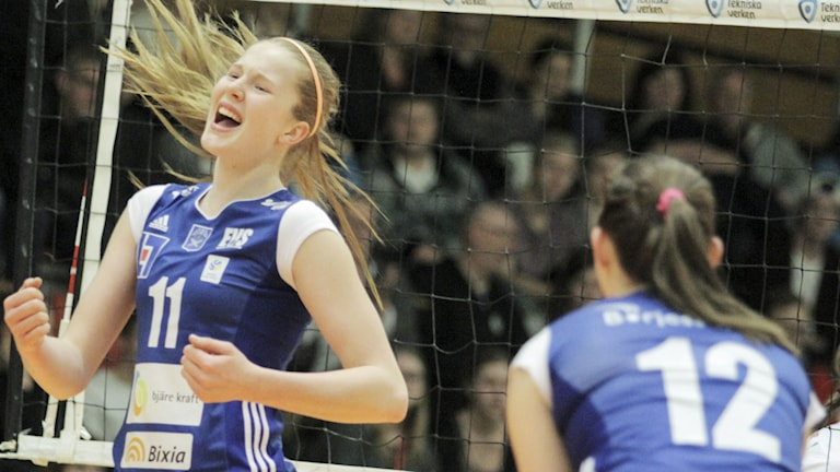 Isabelle Haak jublar sedan Engelholms VS vunnit Volleyboll Grand Prix genom att i finalen i Duveholmshallen i Katrineholm besegra Lindesberg med 3-0 i set. Foto: Jakob Birgersson / Handout
