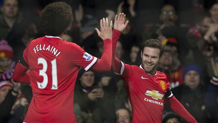 Juan Mata firar sitt mål. Foto: Jon Super/AP/TT