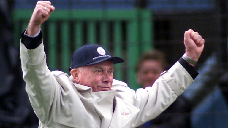 Dortmund's coach Udo Lattek in jubilation after the first goal for his team during the German first division soccer match between MSV Duisburg and Borussia Dortmund on Saturday, April 15, 2000 in the Duisburg Wedau Stadium, Germany. AP Photo/Edgar R.Schoepal