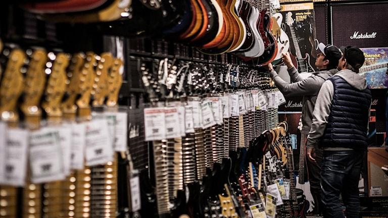 Myhrer köper ny gitarr