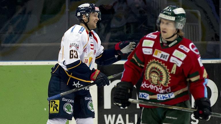 Djurgårdens Tobias Hage jublar efter 1-2 målet. Foto: Adam Ihse/TT