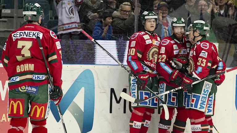 Frölundas Robin Figren jublar efter 1-0 målet. Foto: Adam Ihse/TT