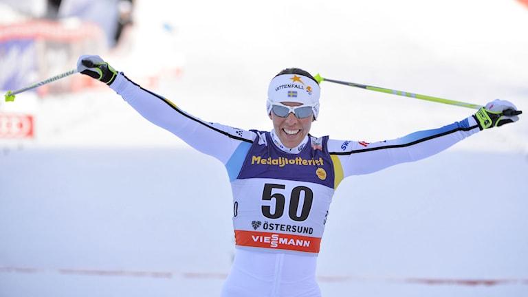 Charlotte Kalla vann i Östersund. Foto: Henrik Montgomery / TT