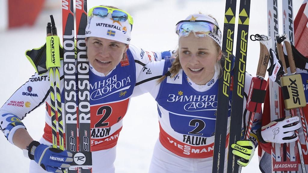 Ida Ingemarsdotter och Stina Nilsson efter silvret.