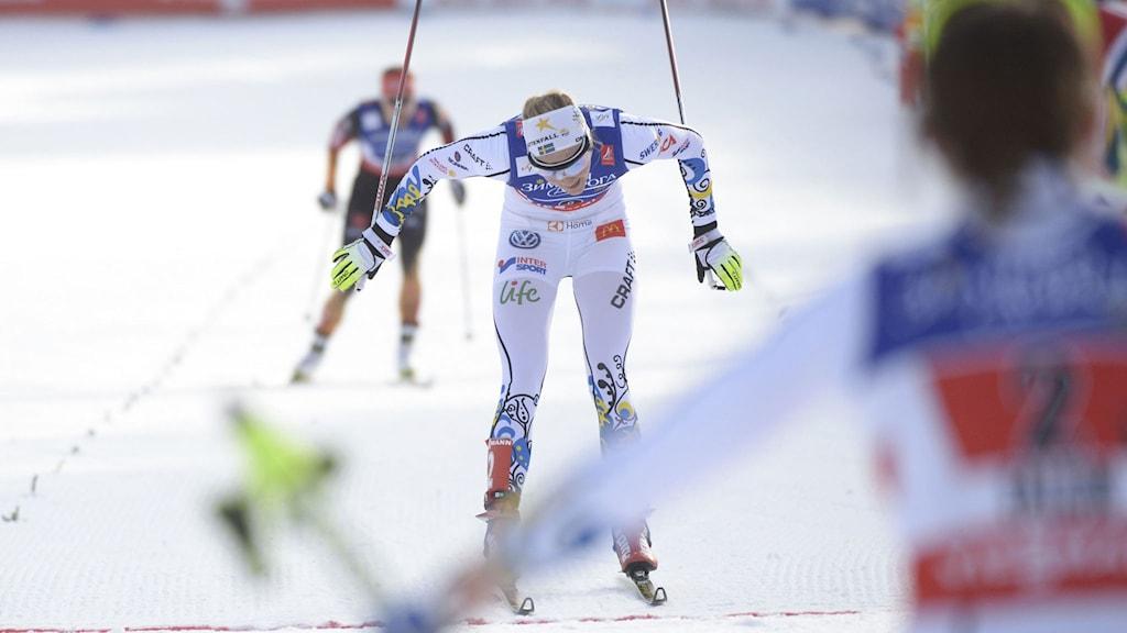 Stina Nilsson korsar mållinjen – Ida Ingemarsdotter jublar i förgrunden