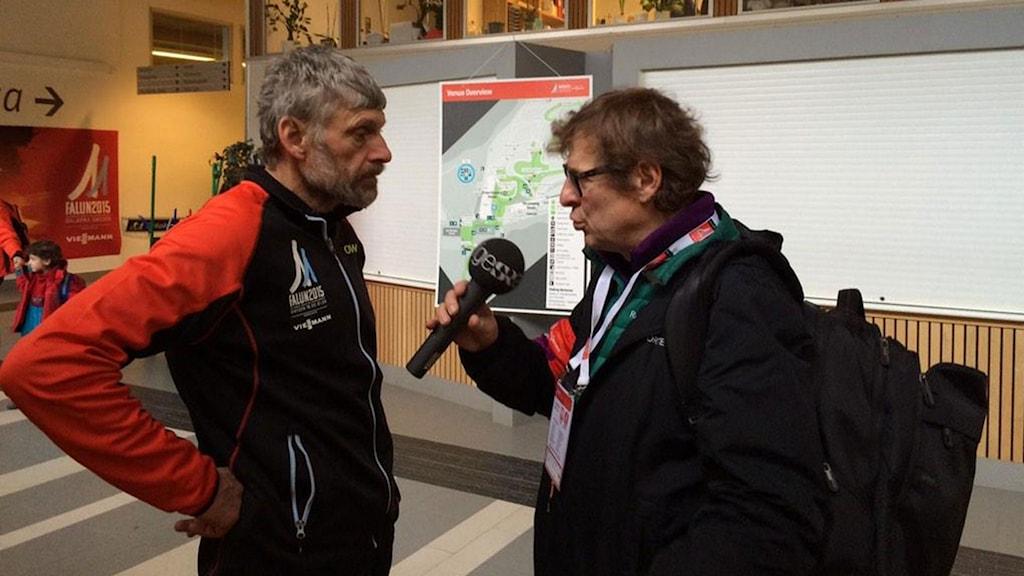 Thomas Wassberg och Radiosportens Roger Burman i Falun. Foto: Stefan Elofsson/SR