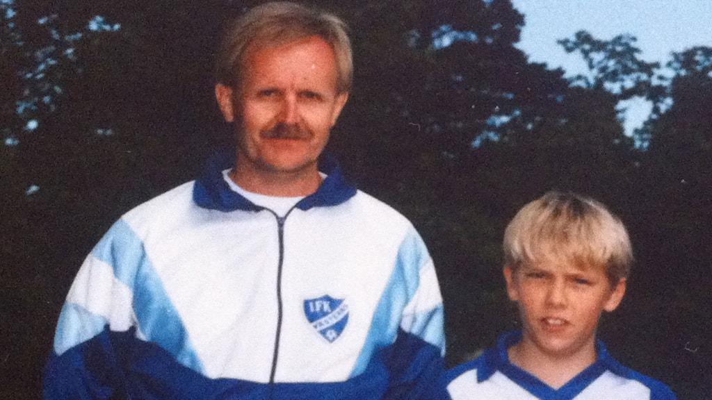 Johan Olsson tillsammans med fotbollstränaren Leif Jernberg