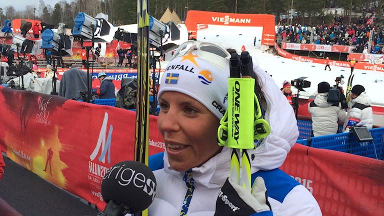 Charlotte Kalla intervjuas av Radiosporten