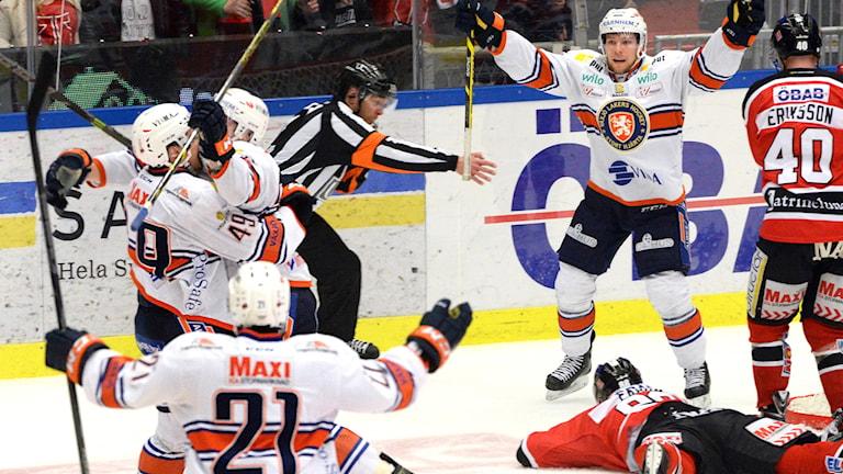 öREBRO 2015-03-23 Växjös Jani Lajunen kvitterade till 4-4 i kvartsfinal 6 i bäst av 7 mellan Örebro och Växjö i SM-slutspelet i ishockey i Behrn Arena i Örebro på måndagen. Foto: Conny Sillén / TT