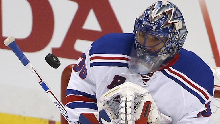 Henrik Lundqvist i Rangers-målet. Foto: Gene J. Puskar/AP/TT