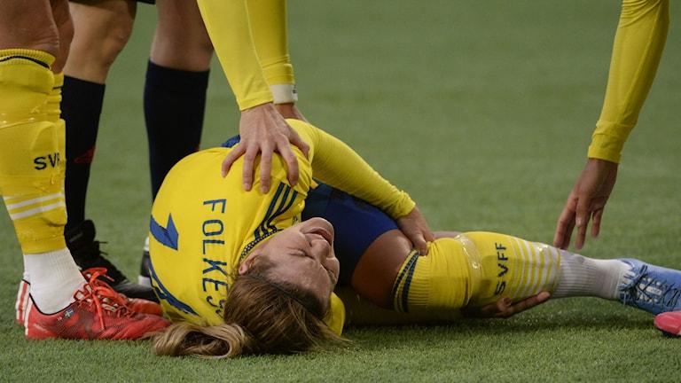 Hanna Folkesson skadade knät i landskampen mot Danmark. Foto: Janerik Henriksson / TT