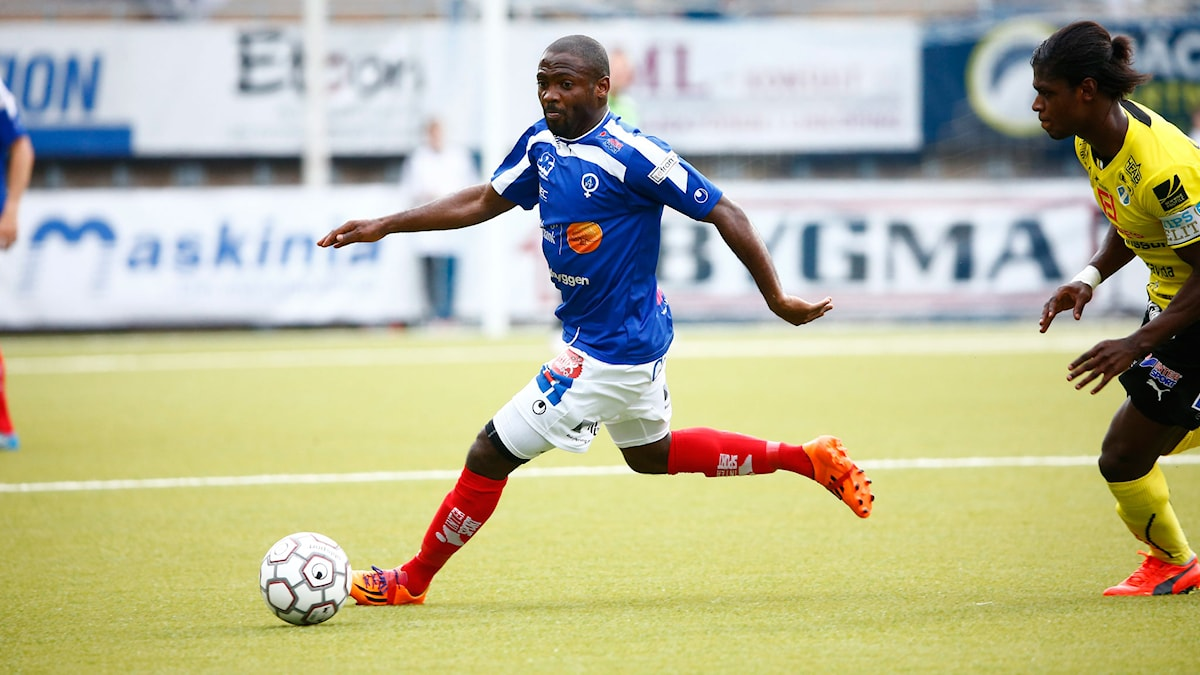 Åtvidabergs John Owoeri under matchen mellan Åtvidabergs FF och Halmstads BK. Foto: Stefan Jerrevång/TT