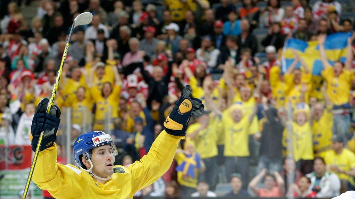 20150503 Filip Forsberg på målhumör mot Österrike i ishockey-VM. Foto: Petr David Josek/TT