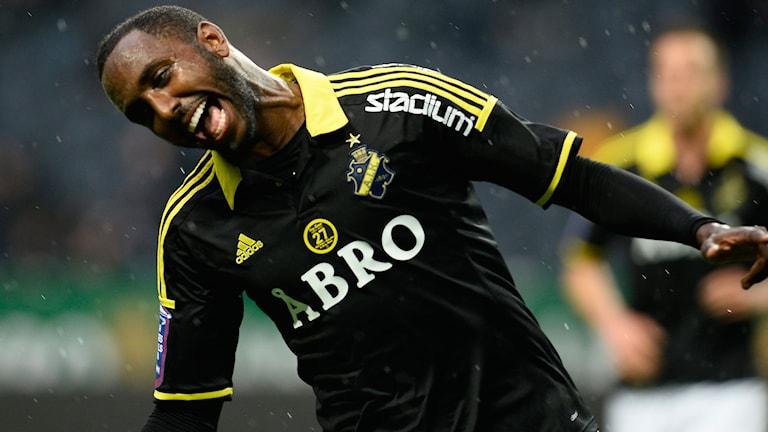 STOCKHOLM 20150510 AIK:s Henok Goitom, glad efter att ha utjämnat till 1-1 under söndagens allsvenska fotbollsmatch mellan AIK och IFK Norrköping på Friends arena. Foto Anders Wiklund / TT