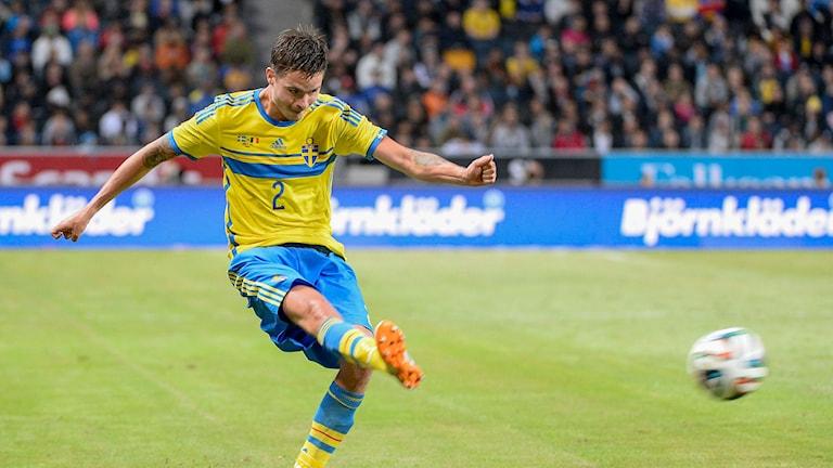 STOCKHOLM 20140601 Mikael Lustig under landskampen i fotboll mellan Sverige och Belgien på söndagen. Foto Maja Suslin / TT /