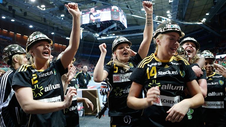 Sävehof jublar efter slutsignalen i SM-finalen. Foto: Adam Ihse/TT