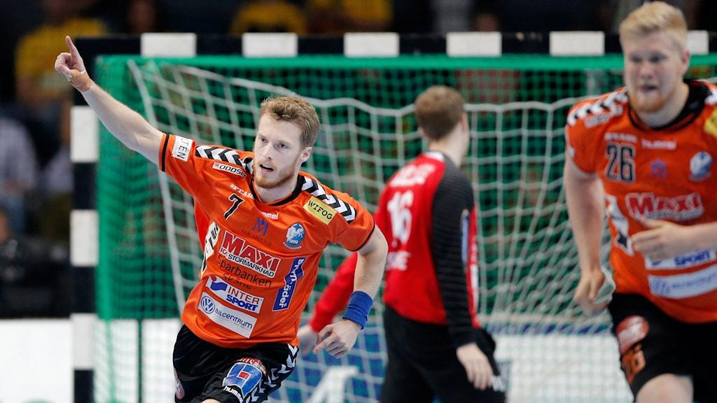Kristianstads Kristian Björnsen jublar efter mål i herrarnas SM-final. Foto: Adam Ihse/TT