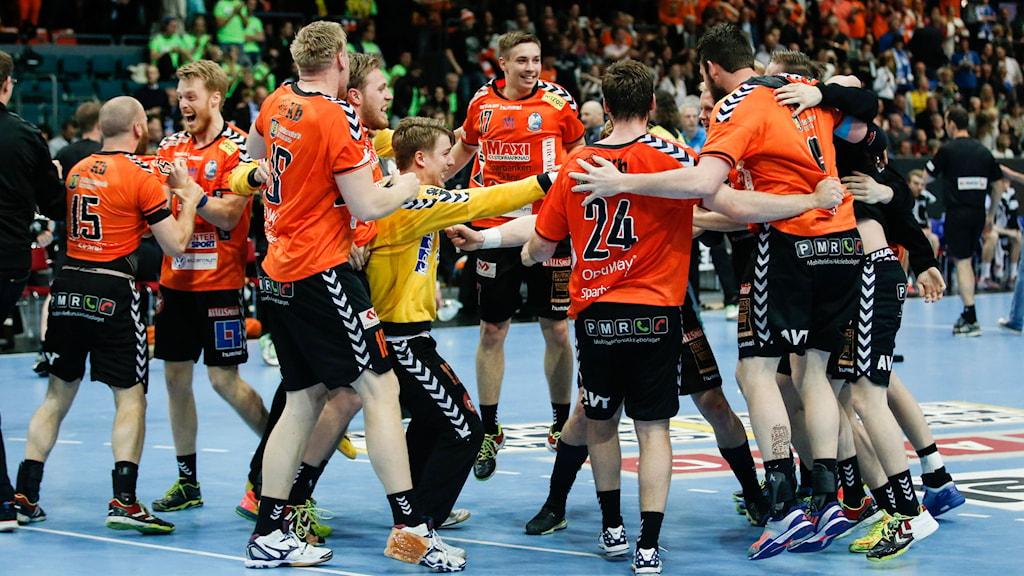 Kristianstadsspelarna jublar efter segern i herrarnas SM-final. Foto: Adam Ihse/TT
