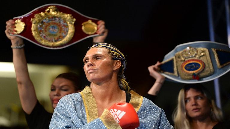2015-06-06 Mikaela Laurén vann i sin match mot Victoria Cisneros vid boxningsgalan i Eriksdalshallen. Foto: Fredrik Sandberg/TT