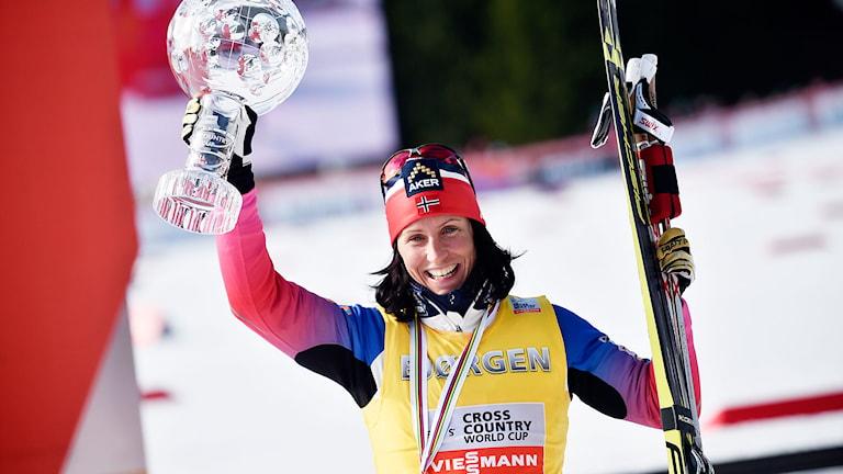 Marit Björgen efter att ha vunnit totala världscupen