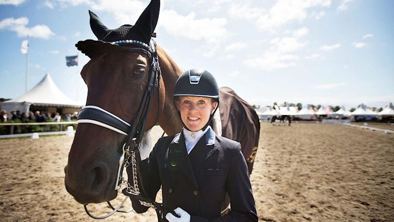 Emilie Nyreröd med hästen Miata