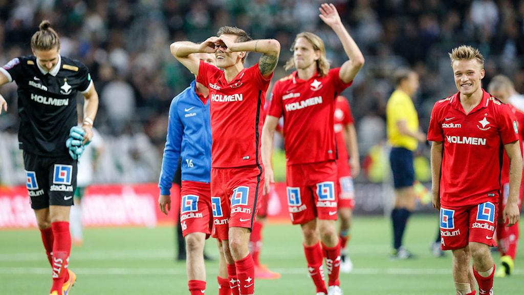 Norrköpingspelarna firar segern mot Hammarby. Foto: Christine Olsson/TT
