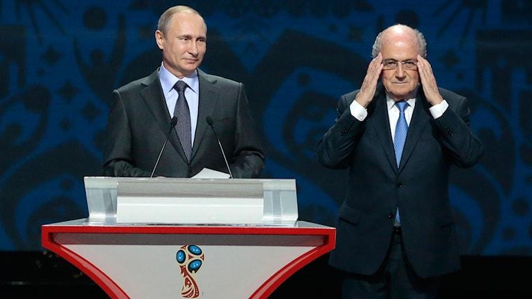 Rysslands president Vladimir Putin och Sepp Blatter under förra veckans VM-kvallottning. Foto: Ivan Sekretarev / AP