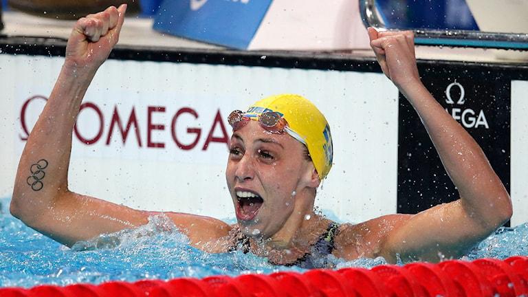 En chockad Jennie Johansson efter skrällguldet i VM-finalen. Foto: AP Photo/Michael Sohn/TT