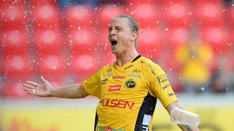 Elfsborgs Simon Hedlund jublar efter 0-1-målet. Foto: Patric Söderström/TT